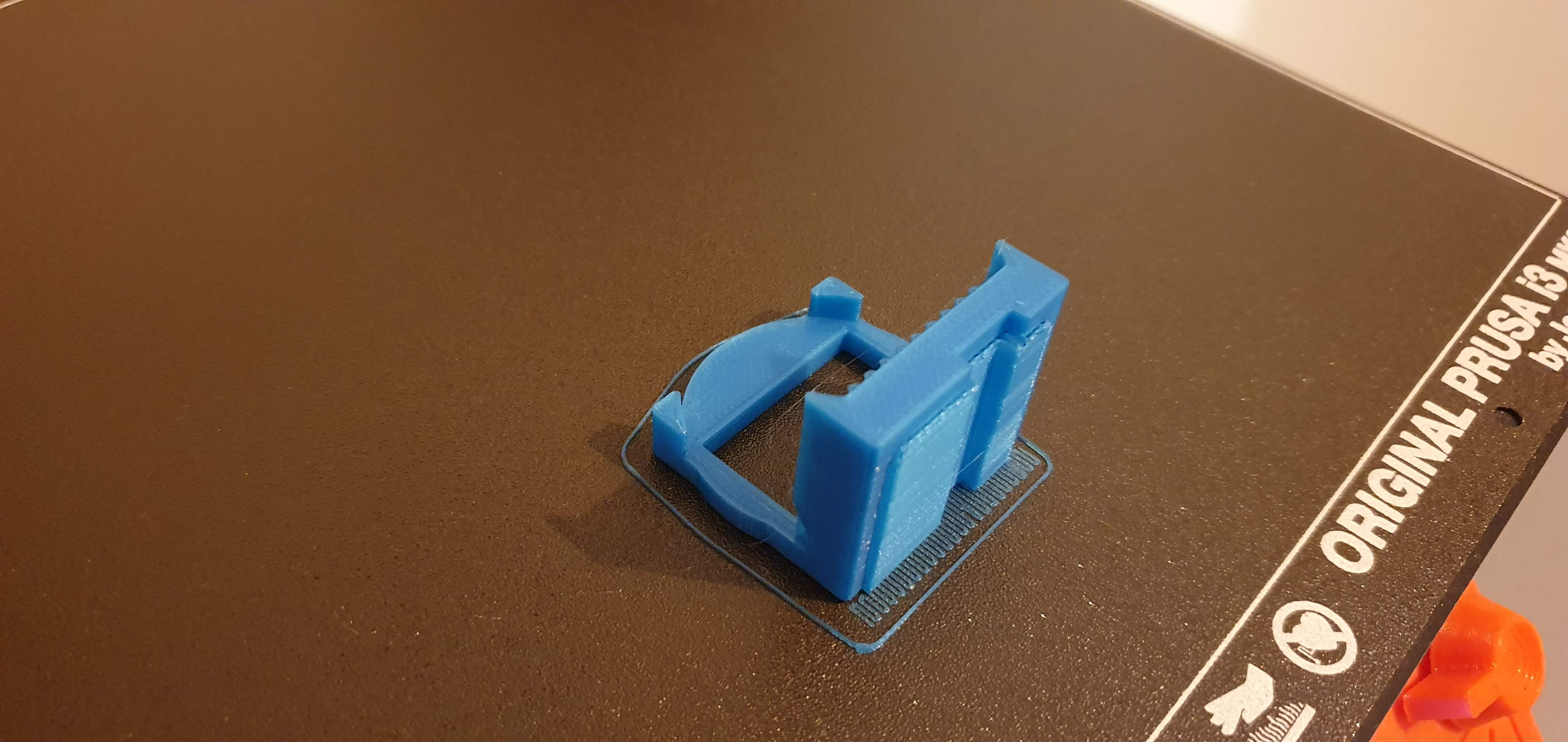 01 on print bed with supports